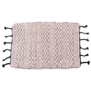 tapis-tissage-noir-et-ecru
