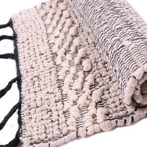 tapis-tissage-noir-et-ecru-zoom