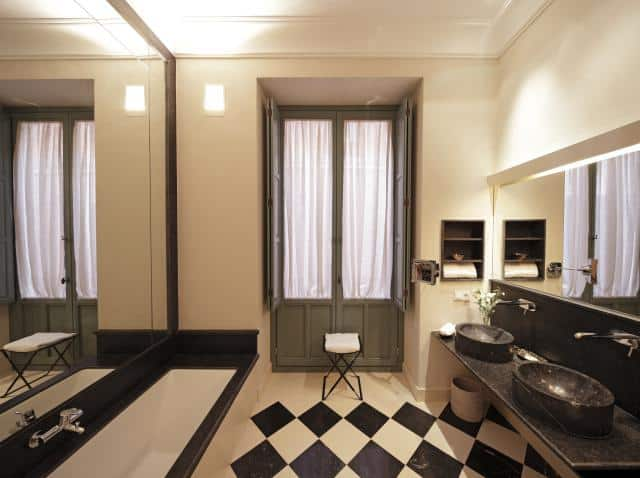 640_HSR_JUNIOR_SUITE_BATHROOM_N20