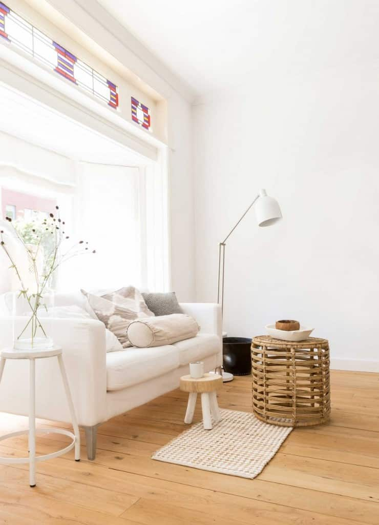 1-witte-woonkamer-houten-vloer