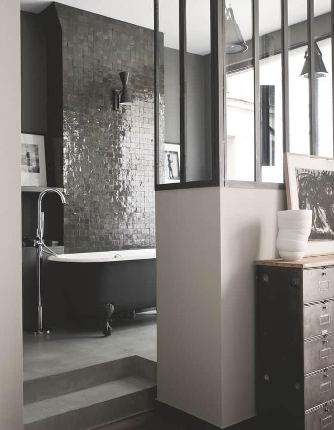 l-esprit-classique-est-revisite-dans-cette-salle-de-bains-chic_5177305