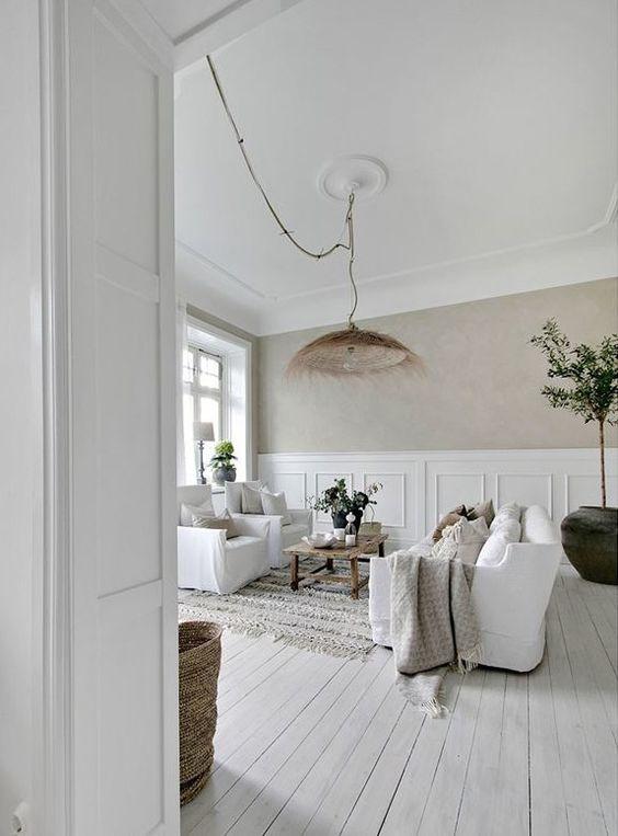 Un salon à la décoration blanc et bois