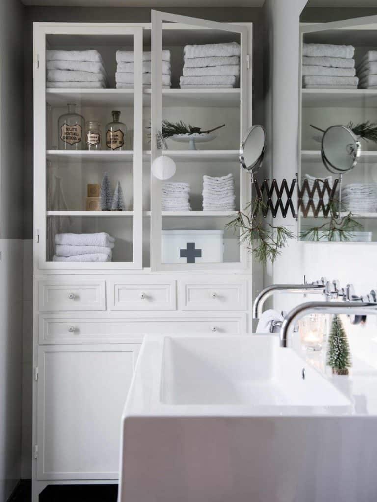 11-badkamer-witte-kast