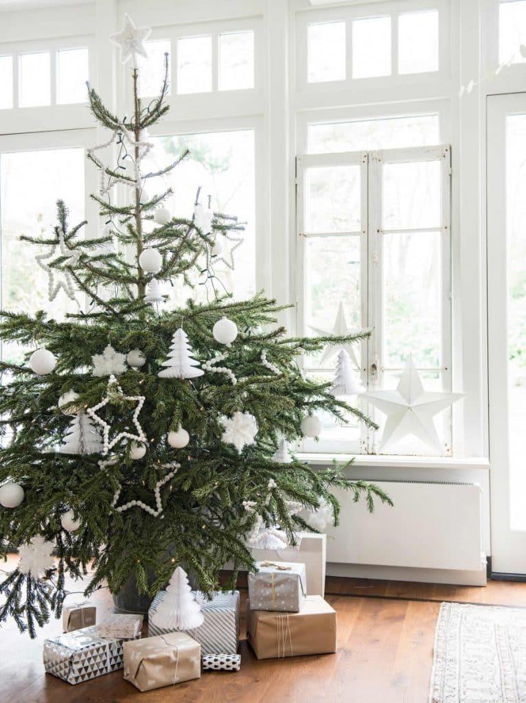 9-kerstboom-witte-kerstdecoratie