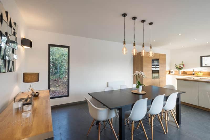 Une salle à manger élégante et contemporaine