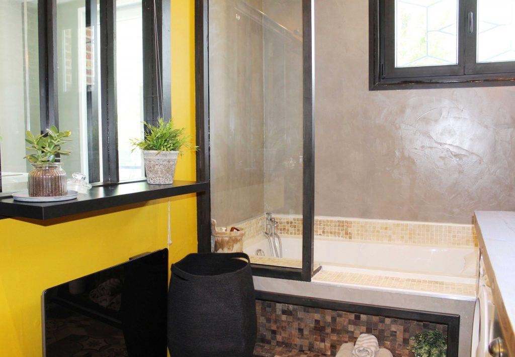 Rénovation de la salle de bain : donner du pep's avec du jaune curry