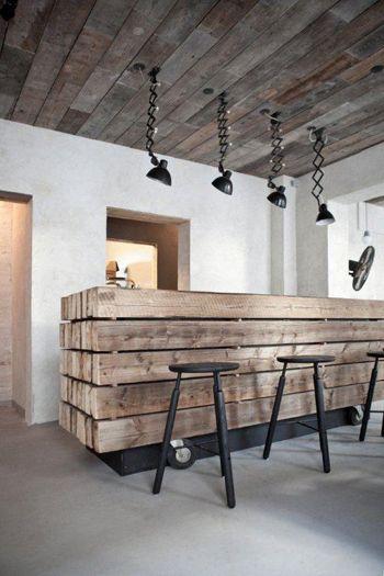 Les îlots de cuisines façon comptoir en bois recyclé