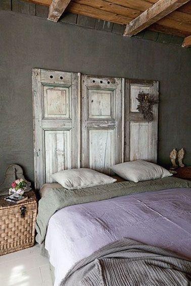 Vieilles portes en tête de lit