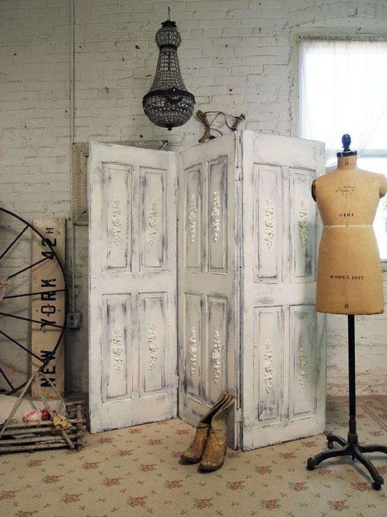 Porte coulissante ancienne vieux volets réutilisés en paravent