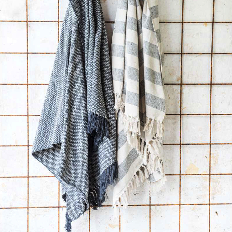 plaid motif gris anthracite hemoon maison d coration. Black Bedroom Furniture Sets. Home Design Ideas