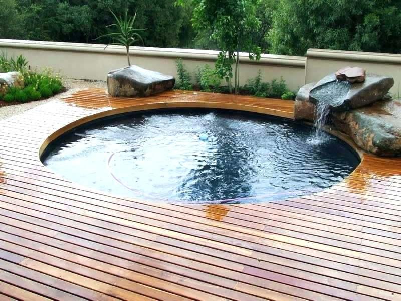 Abreuvoir en acier galvanisé encastré comme piscine