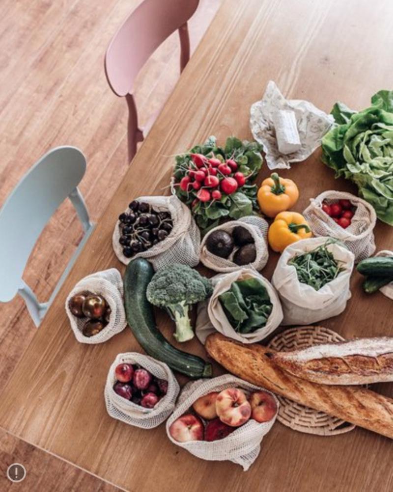 Un intérieur durable et écologique avec les sacs à fruits et légumes réutilisables
