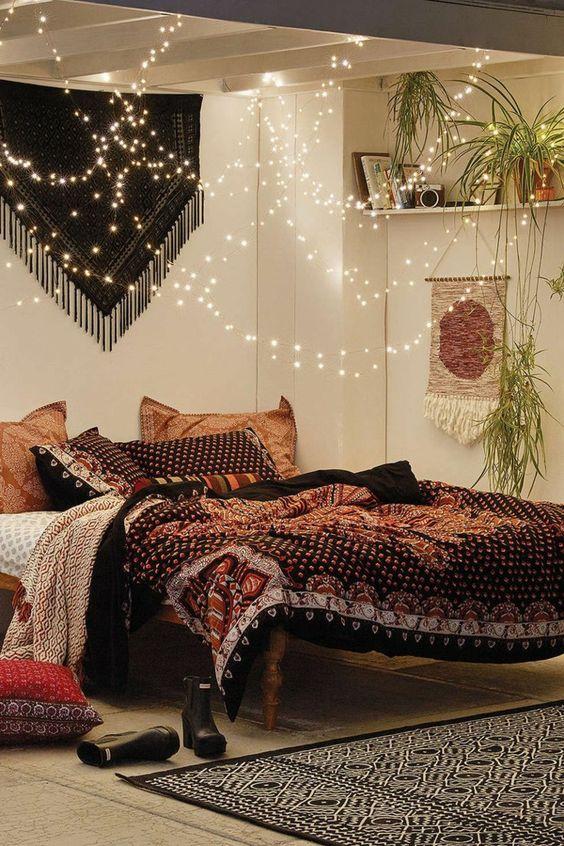 Ciel de lit en guirlande luciole pour un intérieur chaleureux et cosy