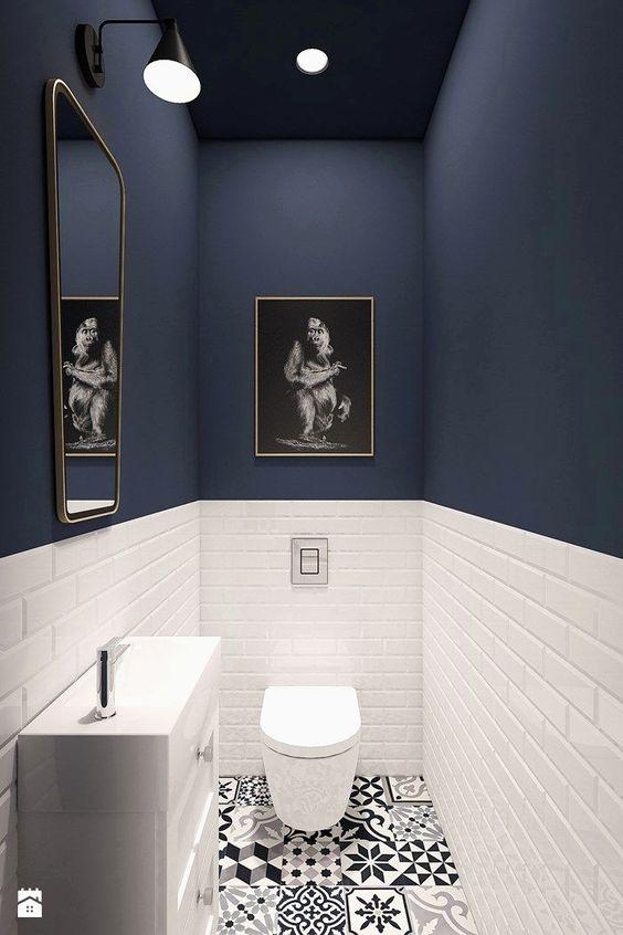 Mur couleur bleu foncé