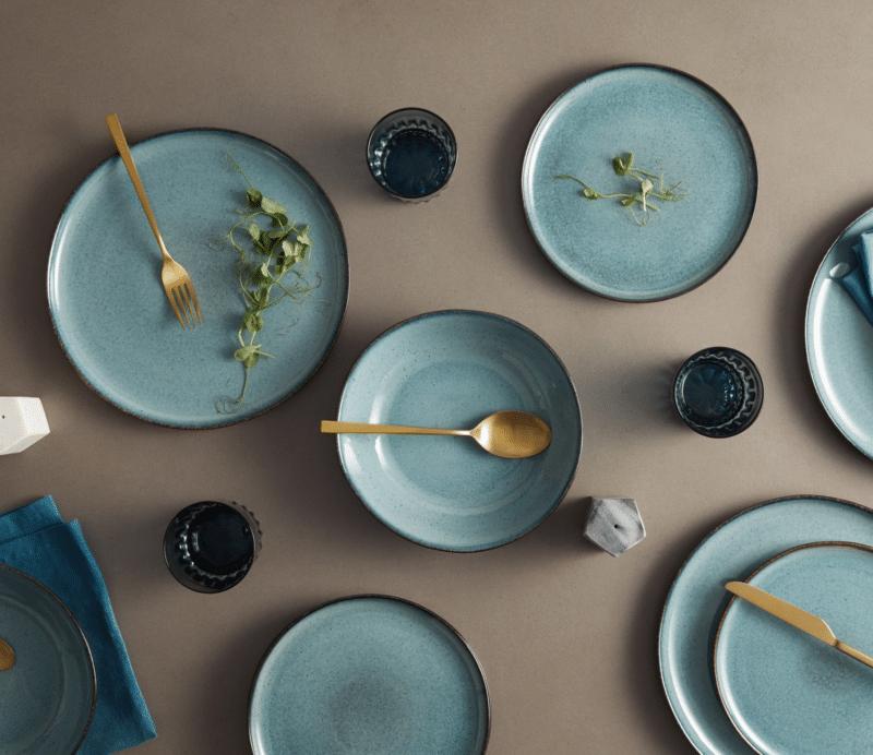 Service vaisselle en grès bleu tendance décoration 2021