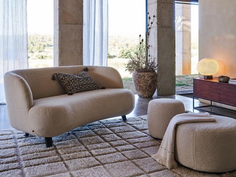 Le fauteuil bouclé : LA pièce tendance en décoration intérieure