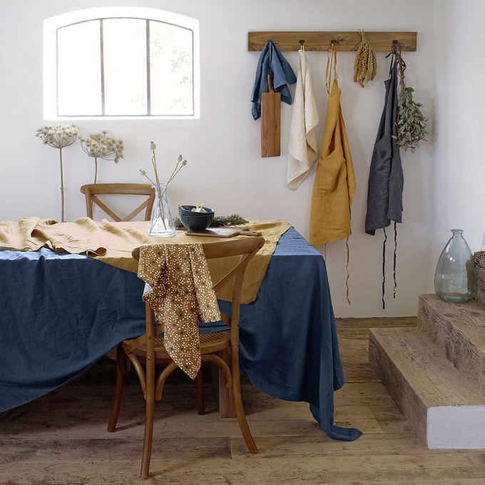 Nappe en lin lavé nombreux coloris chez La Redoute intérieurs pour une table déco et tendance