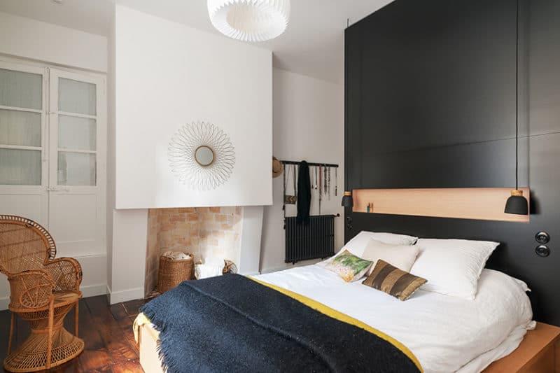 Chambre parentale cosy et moderne avec dressing encastré et dissimulé dans la tête de lit