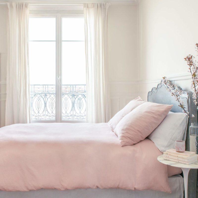 La couleur nude dans la décoration intérieure est une tendance qui monte ! Découvrez une jolie marque française de parure de lit en lin lavé à couleur nude : la Chambre Paris