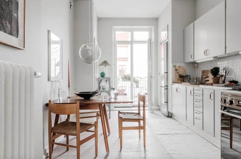 Cuisine au style danois dans un appartement en Suèdde couleur neutre et design scandinave