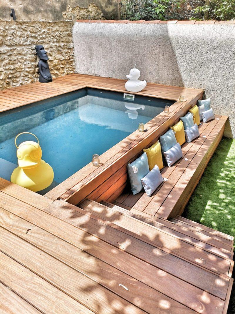Piscine hors-sol stylée, comment aménager un petit espace extérieur avec une piscine semi-enterrée