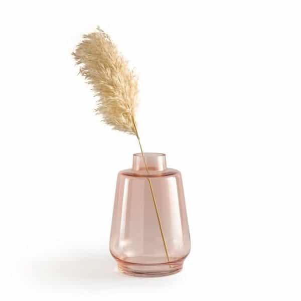 Vase en verre coloré nude - Tamagni chez La redoute intérieurs. Comment intégrer la couleur nude en déco ?